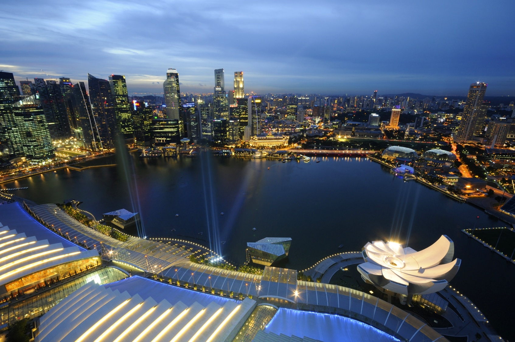 【新加坡酒店】俯瞰新加坡的最美的夜景-滨海湾金沙酒店(Marina Bay Sands)